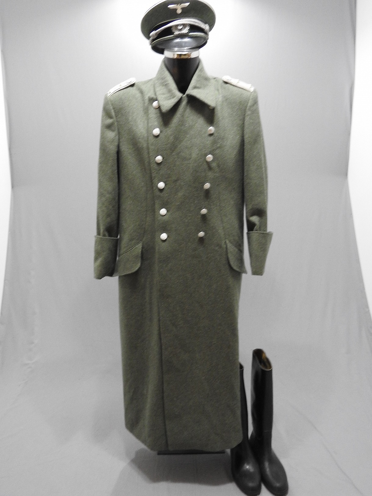 officier allemand en manteau